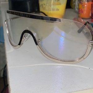 Accessories - Trendy sunglasses